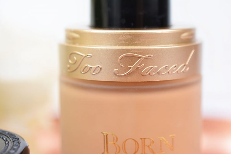 revue fond de teint born this way too faced